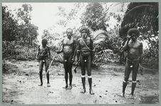 Hommes avec coquillage pénien