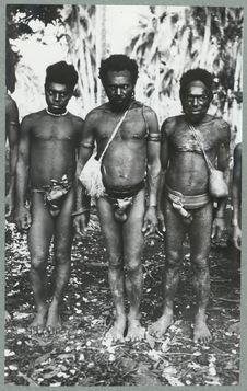 Hommes Small Nambas avec ceinture pagne et paniers