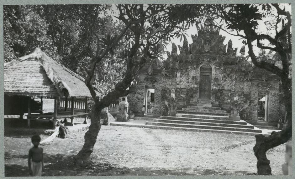 Sans titre [vue d'un temple]
