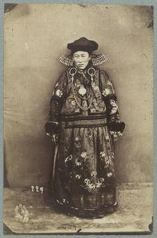 Costume riche d'une femme bouriate