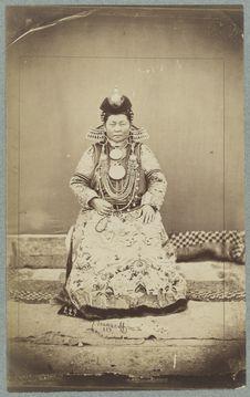 Femme bouriate, costume riche [...]