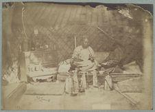 Intérieur de tente et fumeur d'opium