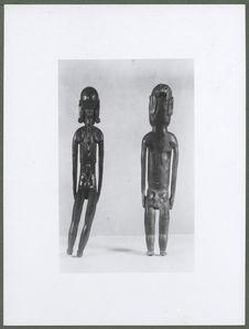 Sans titre [statuettes en bois de l'Ile de Pâques]