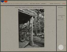 Poteau latéral avant sculpté d'une maison d'habitation