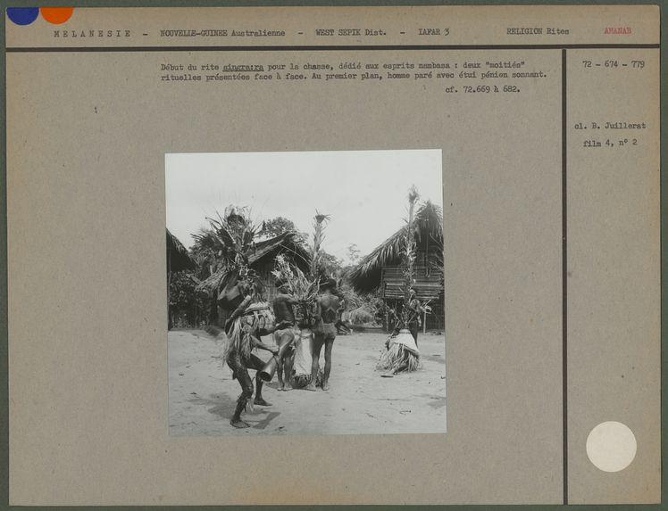 Début du rite singra:ra pour la chasse