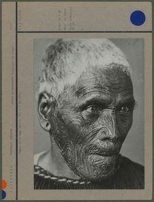 Maori au visage tatoué