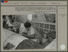 Fabrication collective de grands tapa décorés ngatu