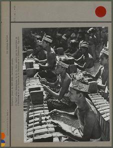 Orchestre jouant du Gang-gede