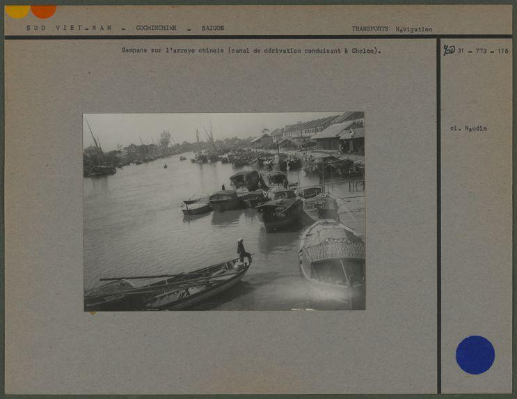 Sampans sur l'arroyo chinois