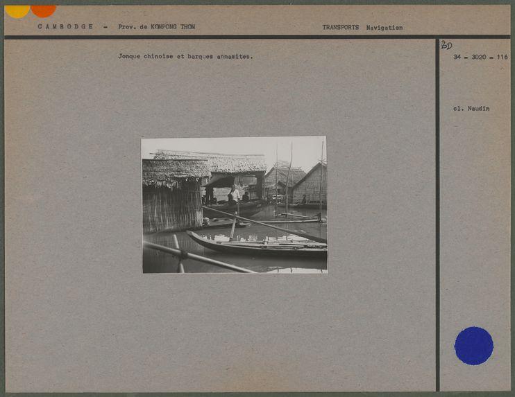 Jonque chinoise et barques annamites