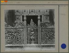 Sculptures sur bois dans la pagode d'Or