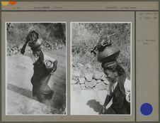Sans titre [Femme portant un récipient sur sa tête]