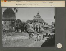 Petits temples Hindous dans le village de Sural