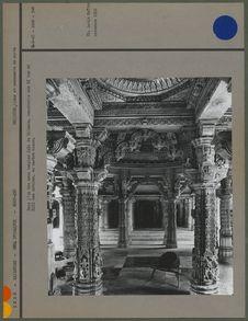 Dans l' un des deux temple Jain de Dilwara
