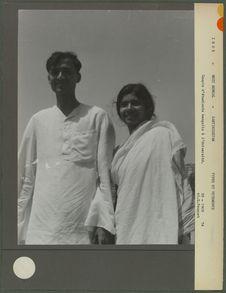 Couple d' étudiants bengalis à l'Université