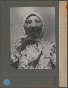Jeune fille Yakout participant à l'Olympiade des Arts des Peuples de l'U.R.S.S à...