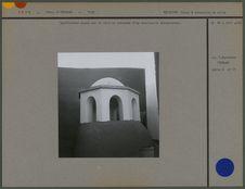 Ventilateur placé sur le toit en terrasse d'un sanctuaire zoroastrien