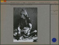 Femme kurde allaitant son enfant
