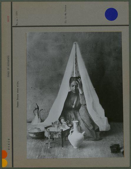 Femme druze chez elle