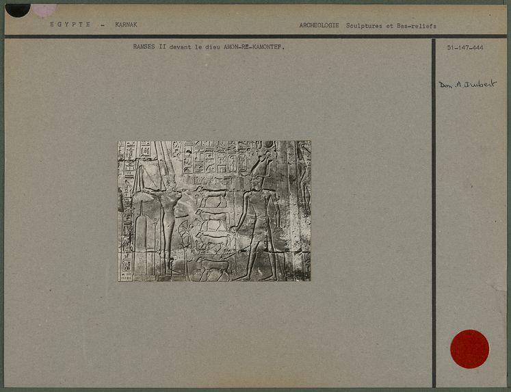 Ramsès II devant le dieu Amon-Re-Kamontef