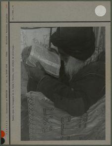 Rabbin dans la Synagogue de la Griba à Djerba
