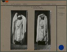 Différents stades de la confection du costume drapé