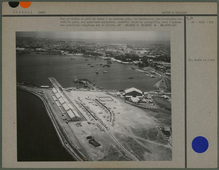 Vue partielle du port de Dakar