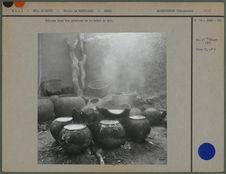 Cuisson dans des poteries de la bière de mil
