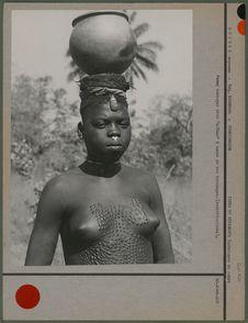 """Femme koniagui, dite """"caïman&quot"""
