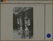 Pilliers sculptés du palais de Kétou
