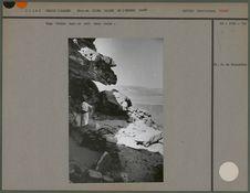 Camp toubou dans un abri sous roche