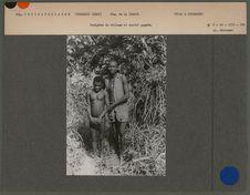Indigène du village et captif pygmée