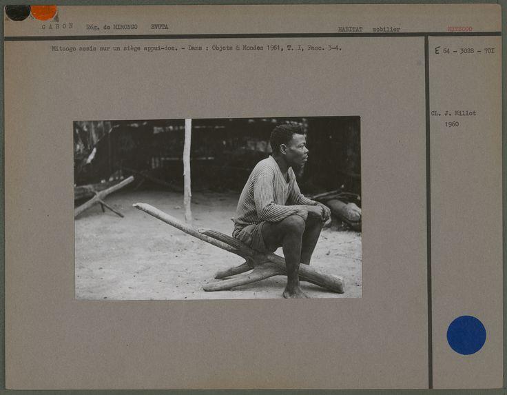 Mitsogo assis sur un siège appui-dos