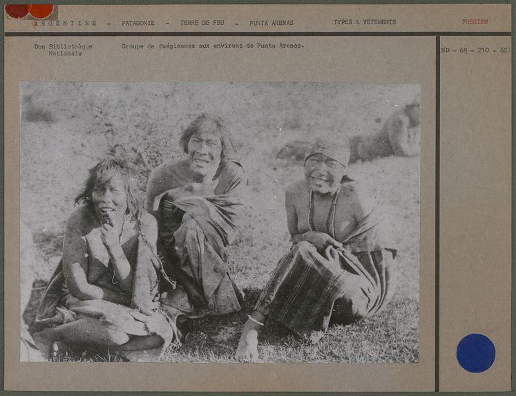 Groupe de fuégiennes aux environs de Punta Arenas