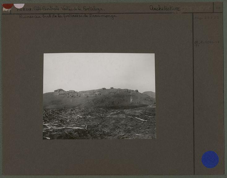 Ruines au sud de la forteresse de Paramonga