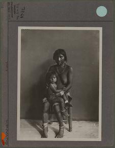 Sans titre [femme et enfant Karib]