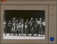 Groupe de Caraïbes photographié à Paris