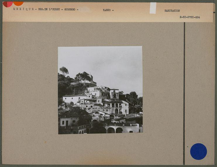 Sans titre [vue de la ville de Taxco]