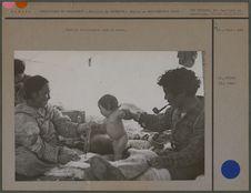 Famille Aivilikmiut sous la tente