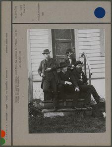 Groupe de quatre hommes