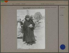 Nonnes orthodoxes faisant la quête pour la construction d'une église