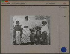Groupe d'enfants tziganes, à Bucarest en 1900