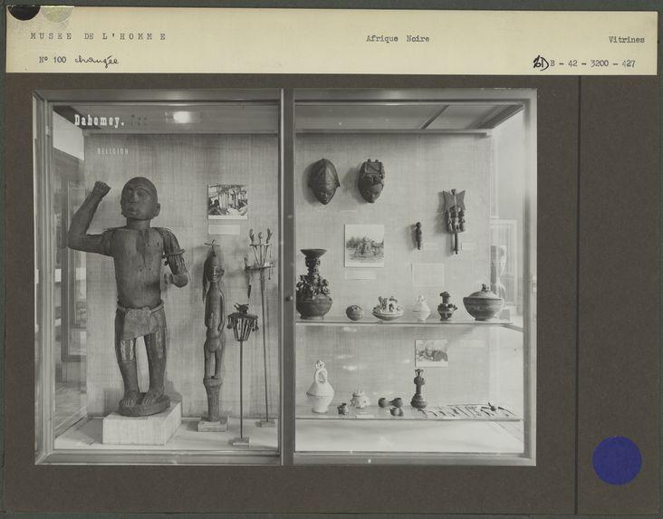 Sans titre [vitrine n° 100 : Dahomey]