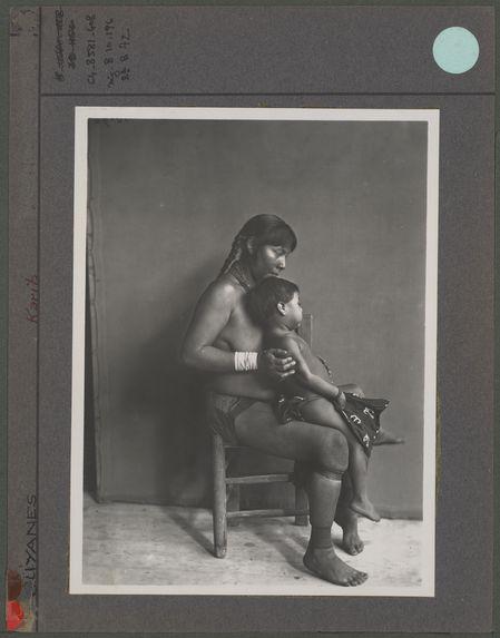 Femme Caraïbe et son enfant