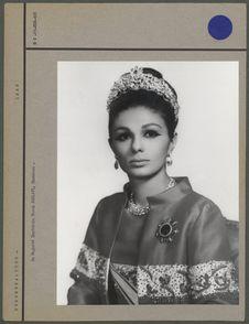 Sa Majesté Impériale Farah Pahlavi