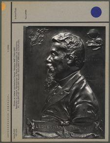 Plaque en bronze représentant Ernest Théodore Hamy