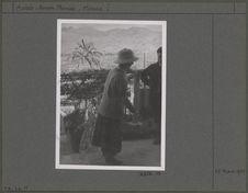 Melle Wheeler dans son jardin