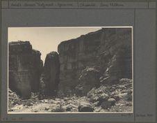 Grenier abandonné depuis 1920 au flanc de la falaise