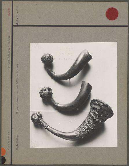 Bijoux : cornes avec extrémités en bronze
