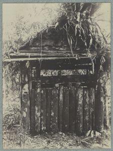 Dajaksche begraafplaats Boven Kapoeas